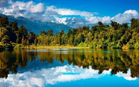 new-zealand-lake-forest-mountains-autumn-nature-600x375