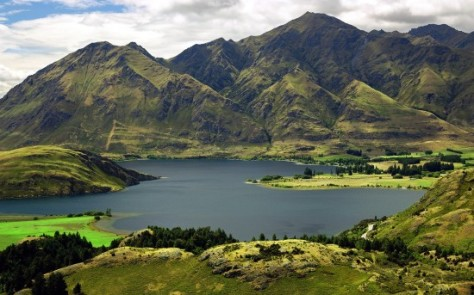 new-zealand-lake-wannaka-550x343